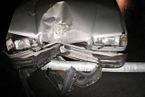 Náraz do dvou značek a sloupu veřejného osvětlení na Ruské ulici v Bruntále. Tak dopadla brzká ranní vyjížďka třiadvacetiletého řidiče, který si před jízdou neodpustil alkohol.