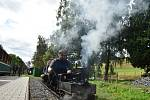 Fanoušci vláčků postavili na nádraží v Třemešné Sičovu drobnou železnici hned vedle úzkokolejky Osoblažky.