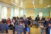 Studium krnovské Univerzity třetího věku je určeno zájemcům po dosažení věkové hranice padesáti let.