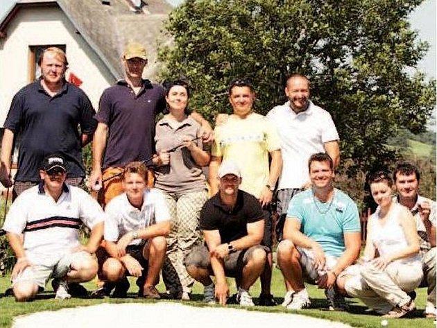 RUDÍKOVSKÁ JAMKA byla první turnaj, na kterém se sešli příznivci golfu z Albrechticka. Už v květnu představí občanské sdružení Golf Club Nové Rudíkovy veřejnosti své zázemí ve Městě Albrechticích.
