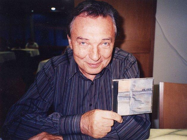První CD má i Karel Gott, který si loni se sborem zazpíval na závěrečném koncertu Krnovských hudebních slavností společně Včelku Máju. Druhou profilovou desku sbor slavíkovi po natočení věnuje.