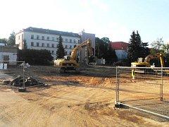 Podle vyjádření mluvčího bruntálské radnice Jiřího Ondráška by měla demolice hlavní budovy a přilehlých staveb skončit právě dnes, v úterý 25. srpna.