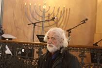 Fotograf Jindřich Štreit už loni představil v krnovské synagoze práci svého kolegy Jindřicha Buxbauma. Také Fajné léto bude doprovázet Buxbaumova fotografická sonda do světa ortodoxního judaismu v současnosti.