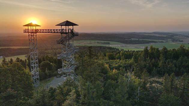 Zdenek Caisberger z Města Albrechtic objevuje krásu svého domova z ptačí perspektivy. Je držitelem průkazu k pilotování dronu.