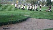 Zlatohorská císařská garda ukončila salvou z pušek a výstřely z děl letošní golfovou sezonu ve Městě Albrechticích.