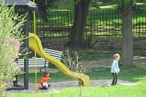 Zahrady mateřských školek v Krnově se v květnu otevřely také pro veřejnost. Projekt Otevřené zahrady byl v Krnově zahájen v roce 2008.