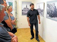 Výstavu Pohledy na Krnov zahájí komentovaná prohlídka s historikem Městského muzea vKrnově Alexandra Michl Bernarda.