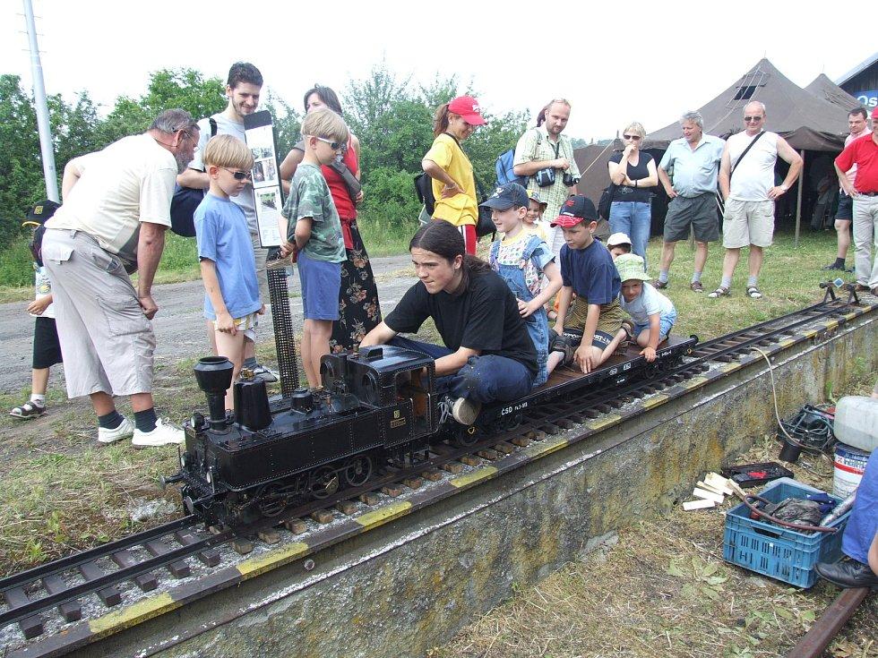 V Třemešné 7. a 8. srpna sveze cestující parní lokomotivka Maruška po Sičově drobné železnici.