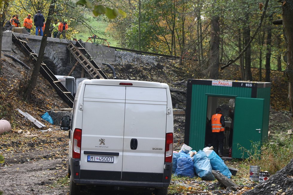 Železniční trať z Bruntálu do malé Morávky loni prošla nákladnou rekonstrukcí. Kraj i  provozovatelé turistických vlaků se obávají, že novela drážního zákona umožní její likvidaci.