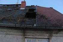 Sobotní podvečer narušil požár střechy rodinného domu v ulici Pionýrů v Krnově.