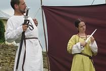 Šermířská skupina Folleto formou divadelního představení zpracovala příběh Hrozové od trilobitů až do 16. století, kdy vznikla slavná Hrozovská madona.