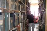 Ve zkrachovalé textilce Karnola jako by se zastavil čas. Zůstaly zde doklady o předválečném krnovském textilnictví i vzpomínky na život v socialismu.  Co z nich zbude po velkém požáru? Co zbude ze smělých plánů města Krnova na vybudování muzea textilu?