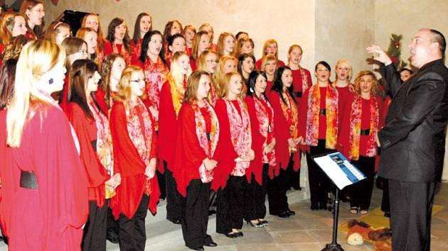 Ars Voce v čele s Kamilem Trávníčkem v Krnově měl vánoční koncert vyprodaný. Nyní se 29. prosince chystá do Města Albrechtic, kde vystoupí v kostele.