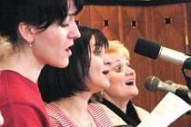 """Linha singers vystoupí 2. července v krnovském kostele minoritů. Komu Linha singers nic neříká, stačí připomenout jejich několikahlasé """"šabadabada"""" či """"davadavada"""" a hned bude v obraze."""