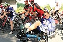 Michal Podolák může díky tříkolce opustit lůžko, na které je jinak trvale upoután od předloňské dopravní nehody.