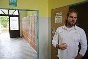 Plicní léčebnu Ozon na Ježníku koupilo školící středisko Renova. Nový majitel pozval veřejnost na exkurzi a představil výrobky svých studentů i škol, se kterými spolupracuje.