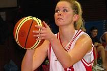 Basketbalové družstvo starších dorostenek porazilo na domácí palubovce ŠBK Sadskou 92:63. Na snímku Monika Bohunská.
