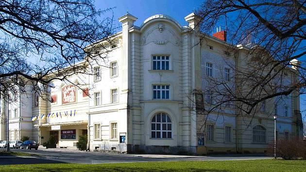 Novým sídlem krnovského muzea a MIKS se už brzy stane monumentální Dělnický dům postavený v roce 1903 pro potřeby sociálně-demokratické strany, ve kterém dnes sídlí kino Mír 70.