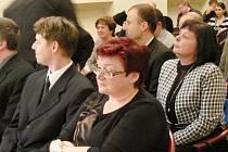 Ustavující zasedání krnovského zastupitelstva. Nová starostka Alena Krušinová uprostřed, místostarosta Michal Brunclík vlevo vedle ní, místostarostka Renata Ramazanová na snímku vpravo.