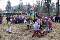 Mateřské školy z Úvalna a Hlubčic oživily tradici pálení Murény.
