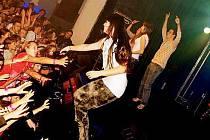 Zpěvačka Ewa Farna se svým bandem v krnovském klubu Kofola 12. listopadu křtila své nové album EWAkuacja.