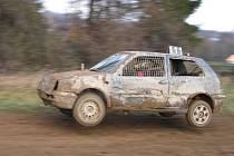 Volný závod bez rozdílu obsahu motoru v auto hobby crossu vyhrál krnovský Ondřej Lalák.
