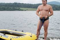 Pavel Poljanský si předešlou sobotu naposledy zaplaval ve Slezské Hartě. Na Titicaca bude sám, jediným jištěním bude člun, který potáhne za sebou.
