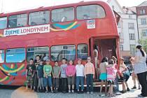 Žijeme Londýnem, hlásal londýnský dvoupatrový autobus double decker na krnovském náměstí. Tato akce měla všem připomenout, že Letní olympijské hry začínají už za dva měsíce.