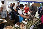 Pravidelní účastníci gastrofestivalu Ochutnej Osoblažsko už vědí, že nejlepší je přijet do Osoblahy stylově parním vlakem a na lačno, aby zvládli degustovat co nejvíc místních receptů.