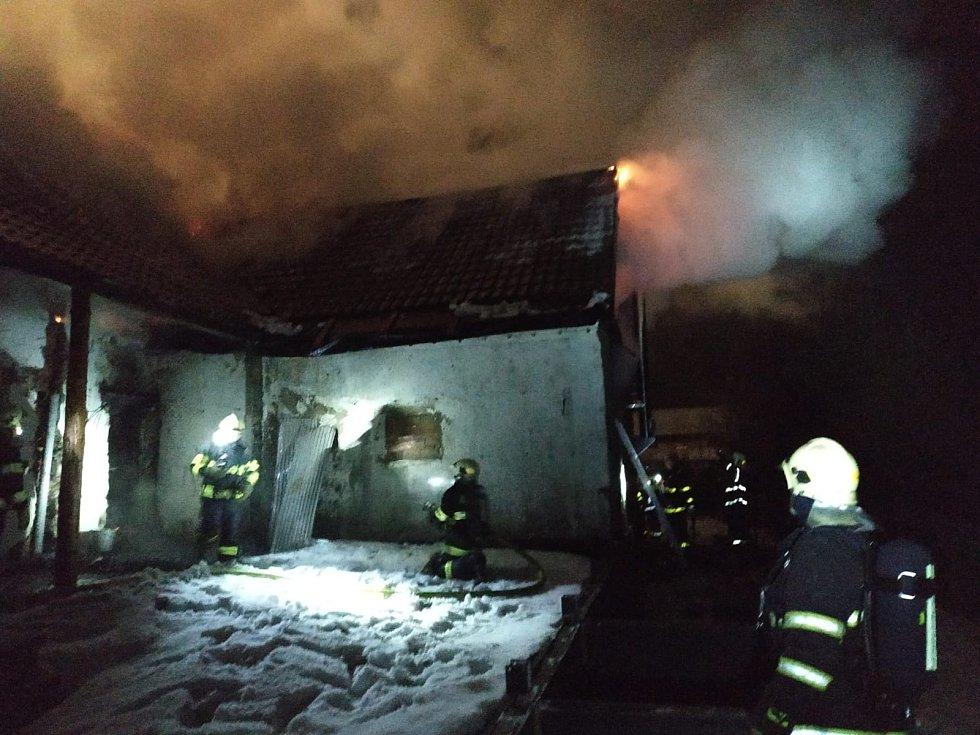 Požár rodinného domu v Malé Morávce, sobota 6. února 2021.