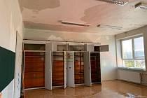 Technická závada způsobila rozmáčení školy v Zátoru od půdy až do sklepa.