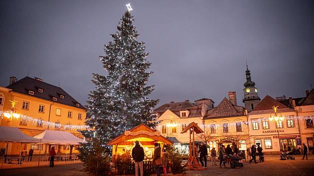 Letos se vánočním stromem Bruntálu stala jedle. Podle místa svého původu a také po svém majiteli se strom jmenuje Jan z Roudna.