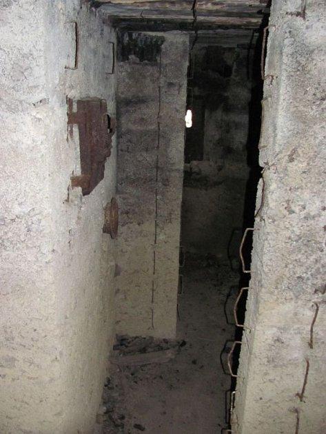 Obecní bunkr vNových Heřminovech je typickým příkladem lehkého opevnění zlet 1935až 1938.Včeskoslovenském pohraničí vznikl tento obranný systém podle vzoru francouzské Maginotovy linie.