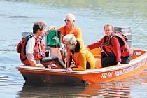 Hlídka Vodní záchranné služby Českého červeného kříže Bruntál vyráží na preventivní plavby po přehradě Slezská Harta v letním období o každém víkendu.