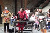 Historická akce Rekviem pro rytíře s celodenním programem na hradě Sovinci na Rýmařovsku.