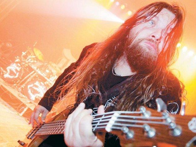Debustrol vždy býval zárukou vražedné kombinace trash a hard metalu, na které se snadno shodnou i fanoušci jiných odnoží metalu.
