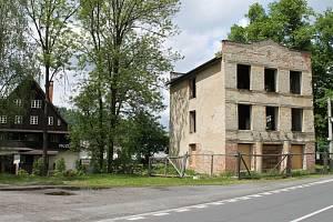 Strojní mlýn stojí v Karlovicích bezprostředně u Muzea Kosárna. V budoucnu se stane dalším turistickým lákadlem obce.