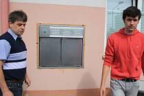 Montáž babyboxu v krnovské nemocnici.