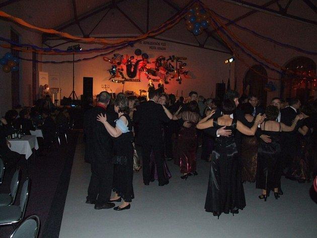 Horní sál patřil milovníkům klasického tance.