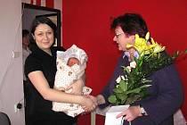 Jak bývá dobrým zvykem, navštívila první letošní miminko starostka města Krnova Alena Krušinová.