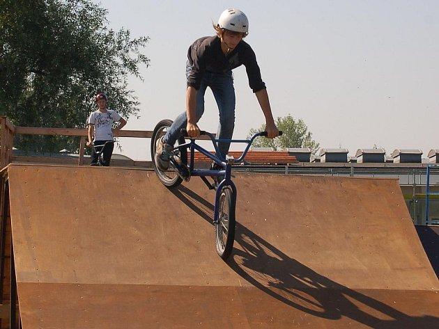 Bývalé skateboardové hřiště v Karviné se díky přispění Nadace OKD promění v moderní freestyle park pro místní vyznavače této sportovně akrobatické disciplíny.