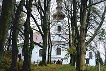 V celé své kráse se lidem představil opravený poutní kostel sv. Anny na Anenském vrchu nad Andělskou Horou.