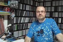 Patrik Herzinger (na snímku) provozoval s manželkou Věrou na Krnovsku videopůjčovny přes deset let. Před týdnem museli zavřít poslední z nich.