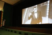 MILOŠ FORMAN zesnul v pátek, zrovna když v Krnově začínal festival Krrr! Organizátoři udělali vše pro to, aby do neděle sehnali jeho slavný film Amadeus a vzdali Formanovi poctu promítáním na extrémně velké zakřivené plátno. Foto: Deník/Fidel Kuba