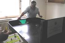 Showdown je vlastně stolní tenis pro nevidomé.