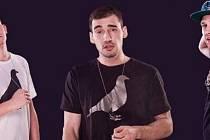 Tak to jsou oni, Igor, Marat a DJ Freezer, hlavní protagonisté sobotního večírku v krnovském klubu Wassabi v Soukenické ulici.
