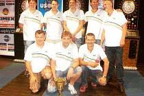 Družstvo krnovských šipkařů, které na MČR vybojovalo skvělé třetí místo.