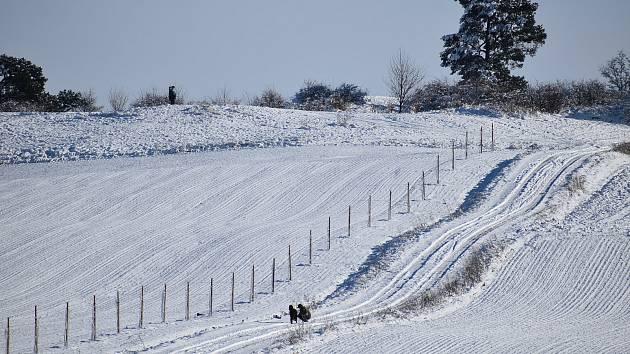 Podívejte se, jak to o víkendu vypadalo na Krnovsku a Hornobenešovsku: oblevu střídá sněžení. Leden 2021.