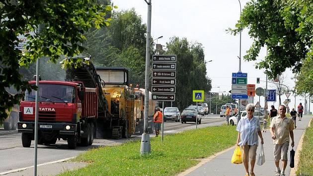 Nemalé dopravní komplikace způsobuje řidičům oprava ulice 17. listopadu v Ostravě-Porubě, která začala v úterý nad ránem.