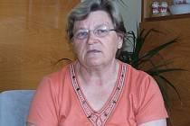 Marie Šimková tvrdí, že ji syn z dvojdomku v Bílčicích doslova vyhodil. Syn Pavel oponuje: z baráku odešla máti sama, my jsme ji nevyháněli.
